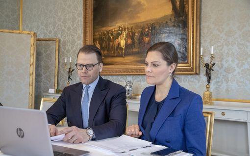 Ruotsin kruununprinsessa Victoria ja prinssi Daniel etätöissä - tyylistä ei tingitä