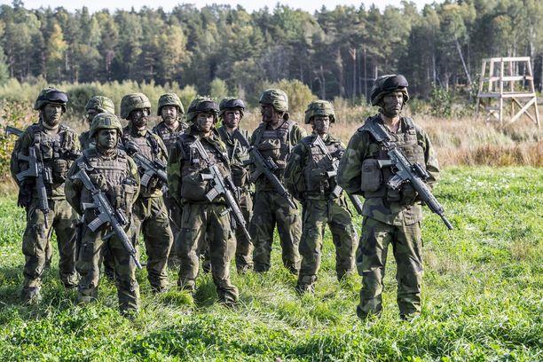 Valtiopäiväpuolueet haluavat perustaa Ruotsiin muun muassa neljä uutta prikaatia. Kuva Aurora 17 - sotaharjoituksesta, johon myös Suomi osallistui.