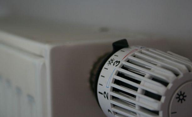 Asunnon sisälämpötilaa ei kannata päästää yli 22 asteeseen.