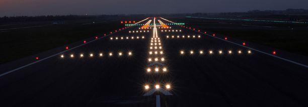 Pimeys saattoi olla yksi lentäjien erehtymiseen johtaneista syistä.