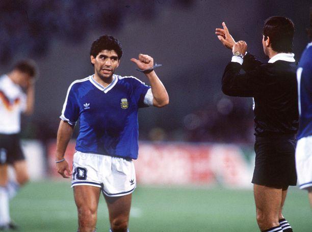 Diego Maradonan suu kävi MM-finaalissa 1990.