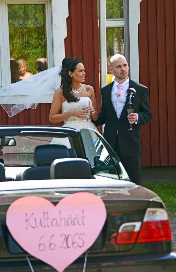 Joni Rosenblad ja Sari Leppänen saivat toisensa unelmahäissään Jyväskylässä.