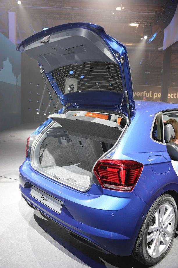Luukku avataan VW-logosta. Antenni on vielä perinteinen piiska. Merkittävästi kasvanut tavaratila laajenee tasapohjaiseksi.