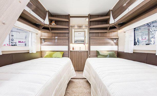 Sänkypaikkoja on vakiona kaksi kappaletta.