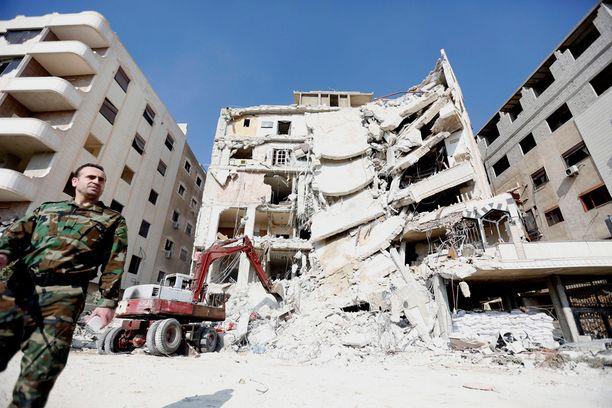 Damaskoksessa Syyriassa sijaitseva rakennus tuhoutui iskussa pahoin.