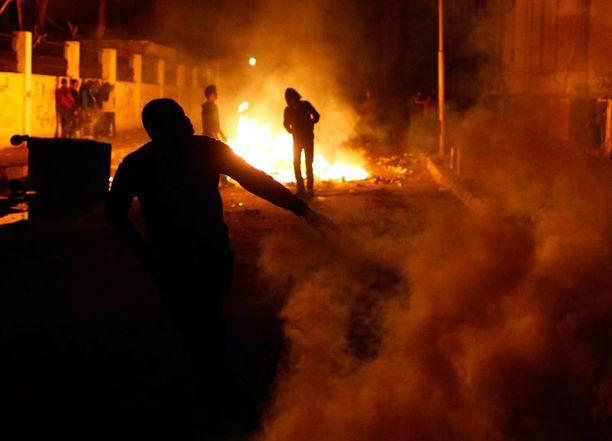 Arabikevään jälkiä yritetään siivota yhä. Egyptissä kansannousun muistopäivän mielenosoitukset yltyivät väkivaltaisiksi perjantaina.