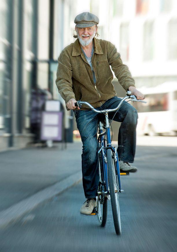 Nurmio käyttää kulkuvälineenään klassista polkupyörää.