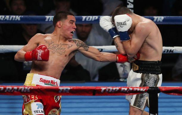 Oscar Valdez (vas.) sai otella, vaikka antoi positiivisen dopingnäytteen.