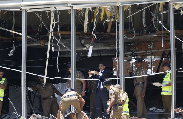 Pommi tuhosi pahoin Shangri-La hotellia Colombossa.