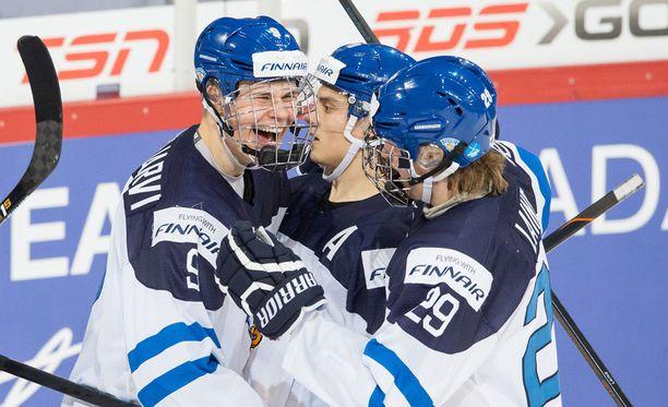 Jesse Puljujärvi, Sebastian Aho ja Patrik Laine viilettävät tänään Hakametsän kaukalossa.