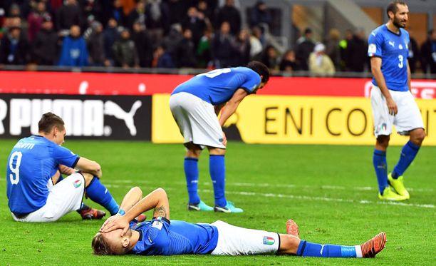 Ohi on. Italian joukkueen pelaajat eivät peitelleet pettymystään suoritukseensa.
