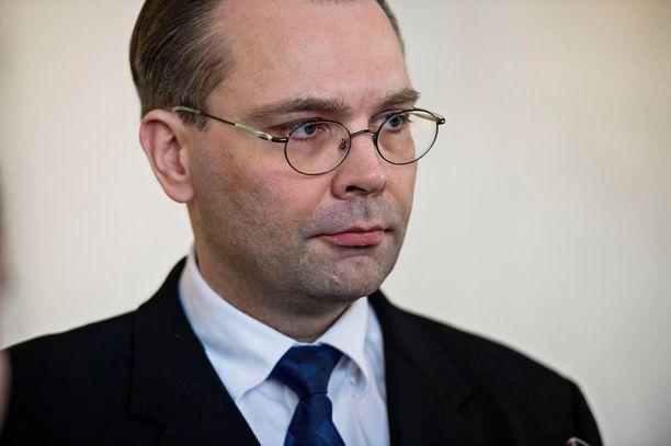 Puolustusministeri Jussi Niinistön (ps) mukaan Suomi poimii Yhdysvaltain yhteistyötarjouksista sellaiset, jotka kehittävät Suomen puolustusta.