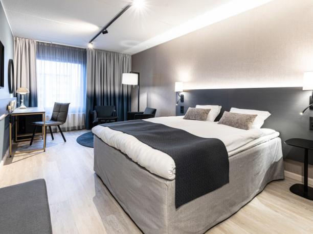 Kuva Scandic Jyväskylä Station -hotellin huoneesta. Hotelli on yksi yhdeksästä hotellista Suomessa, jotka tarjoavat opiskelijamajoituspalvelua.