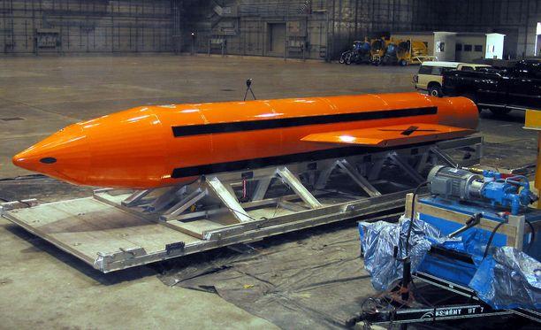 GBU-43/B -pommi on suurin Yhdysvaltain armeijan käytössä oleva perinteinen pommi.