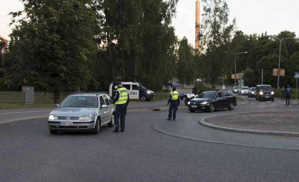 Helsingin poliisi kuuli taas kuljettajilta erilaisia selityksiä, miksi puhallusmittari värähti.