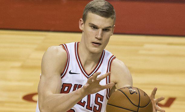 Lauri Markkanen oli Bullsin ehdotonta parhaimmistoa NBA-debyytissään Torontossa.