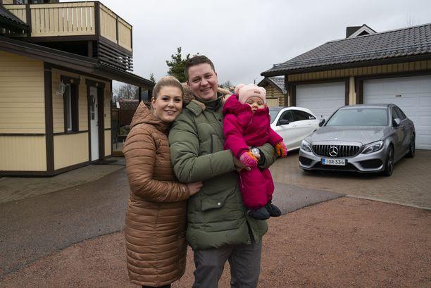 Niklas on vaurastunut perheineen autokauppojen avulla.