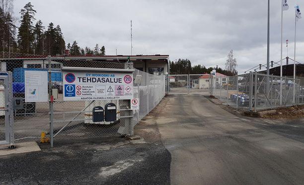 Kaasutehtaalla jouduttiin ajamaan valtaosa prosesseista alas, koska Mäntyharjun Kinnin rautatieseisakkeella 7. huhtikuuta tapahtunut kemikaalivuoto saavutti myös kaasutehtaan vesistöalueen Voikoskella.