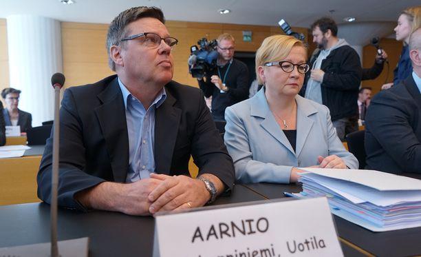 Jari Aarnio vaikutti oikeusistunnon alkaessa hyväntuuliselta.