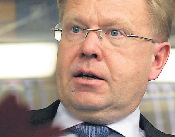 Puolustusministeri Jyri Häkämies aikoo nostaa ammattisotilaiden eläkeikää. On monia muitakin erityisryhmiä.