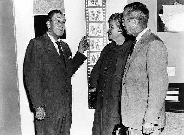 Walt Disney (vas.) esittelee Höyrylaiva Villen animaatiotekniikkaa vuonna 1950.
