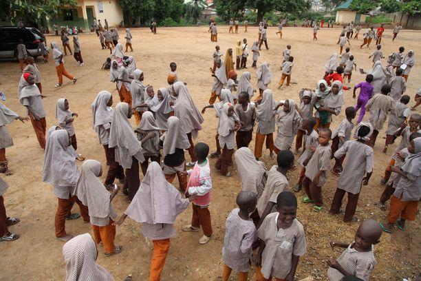 Islamilainen koulu Abujan kaupungissa Nigeriassa. Kuvituskuva.