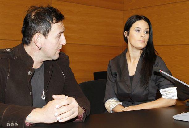 Martinan tukena oikeudessa oli aviomies Esko Eerikäinen.