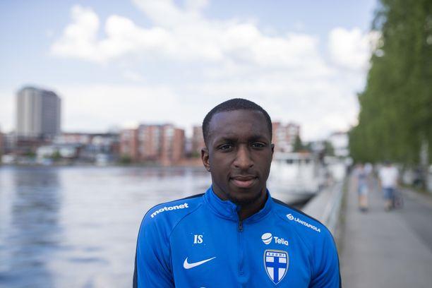 Tampereella syntynyt, Espoossa varttunut ja Britanniassa mieheksi kasvanut Glen Kamara on suomalaisen jalkapallon seuraava supertähti.