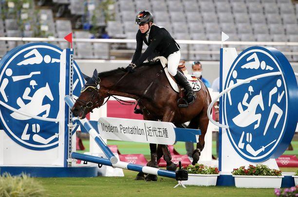 Annika Schleu piiskasi hevostaan lukuisia kertoja.