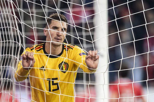 Belgian superpakki Thomas Meunier ei tahdo uskoa, että omiin meni viisi maalia.