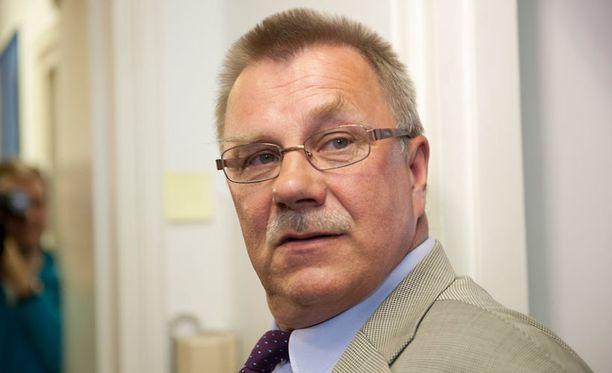 Pentti Oinonen (ps) paheksui Linnan juhlissa tanssivia homoja.