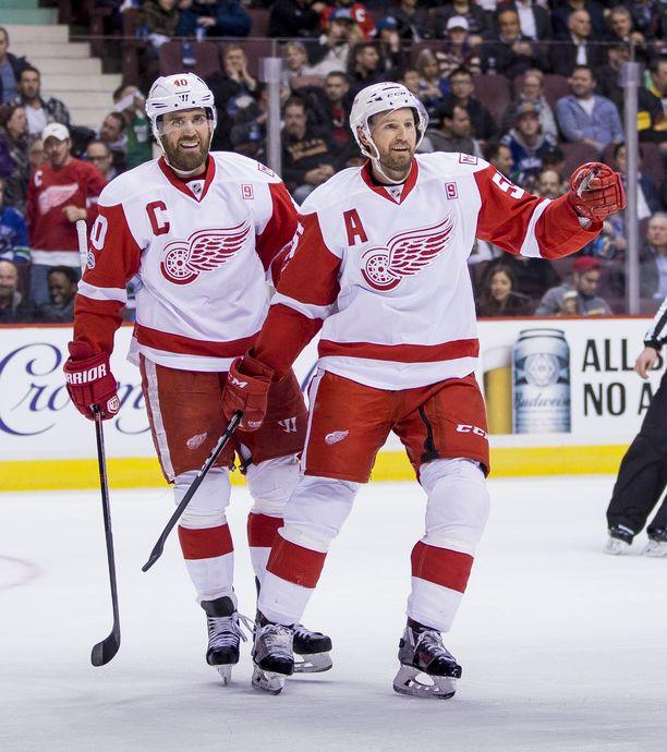 Henrik Zetterberg (vas.) ja Niklas Kronwall pelasivat pitkään yhdessä Detroit Red Wingsin paidassa.