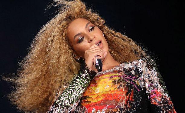Voguen kuvissa Beyoncé nähdään hillityssä meikissä ja ilman hiustenpidennyksiä. Hän käytti valtaansa myös valitessaan kannen valokuvaajaksi ensimmäistä kertaa lehden historiassa mustaihoisen Tyler Mitchellin.