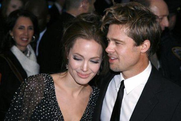 Angelinan ja Bradin suhde syventyi romanssiksi pitkällisten pohdintojen ja keskustelujen tuloksena.