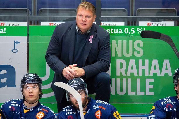 Pekka Virta johdattaa joukkonsa Raksilaan.