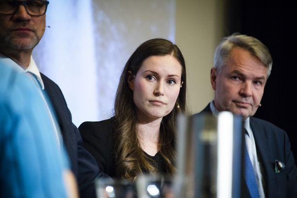 Liikenne- ja viestintäministeri Sanna Marin (sd) vetoaa raidehankkeiden toppuuttelussa rahapulaan.