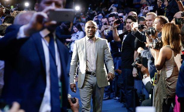 Floyd Mayweather voi kuitata ottelusta Manny Pacquiaoa vastaan jopa 150 miljoonan dollarin tienestit.