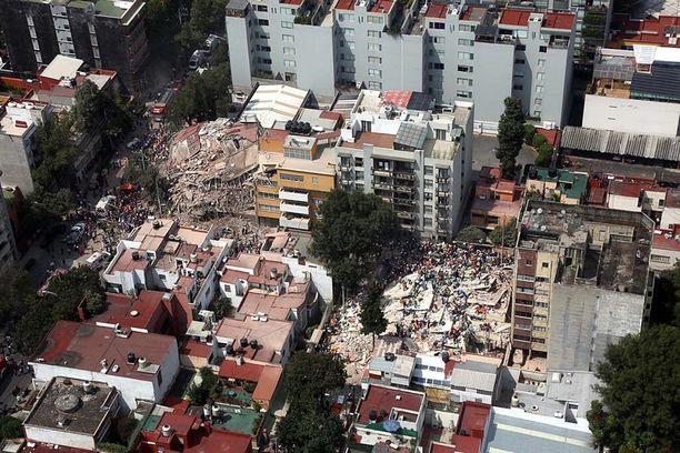 Romahtaneita taloja ilmakuvassa Mexico Citystä.