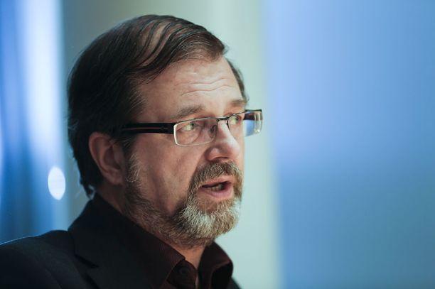 Kevan toimitusjohtaja ja entinen kansanedustaja Timo Kietäväinen (kesk) kertoo jättäneensä sopeutumiseläkkeen nostamatta vuonna 1991. En kokenut sitä oikeaksi kohdallani, Kietäväinen sanoo.