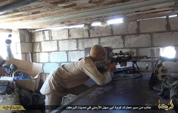 Ruotsin passeilla varustautuneet miehet olivat todennäköisesti matkalla Syyriaan taistelemaan Isisin riveissä. Kuvassa Isisin taistelija Syyriassa.