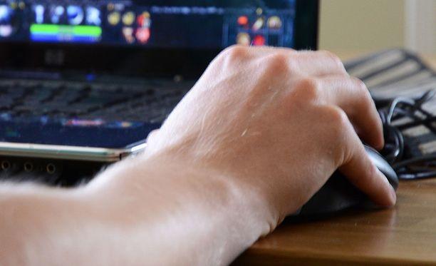 Pelin ostajan tietokoneessa eivät riittäneet tehot pelin pyörittämiseen. Kauppa ei aluksi suostunut kaupan purkuun, mutta koska laitevaatimustiedot olivat englanniksi, Kuluttajariitalautakunta suositti rahojen palauttamista.
