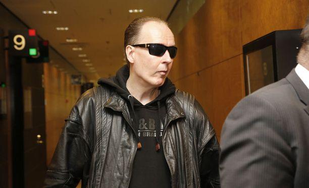 Michael Penttilä ei peitellyt kasvojaan saapuessaan hovioikeuteen maaliskuussa.