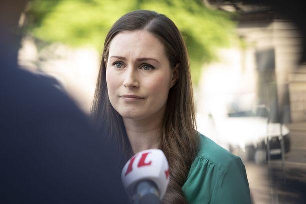 Pääministeri Sanna Marin saapui hallituksen neuvotteluihin maanantaina.