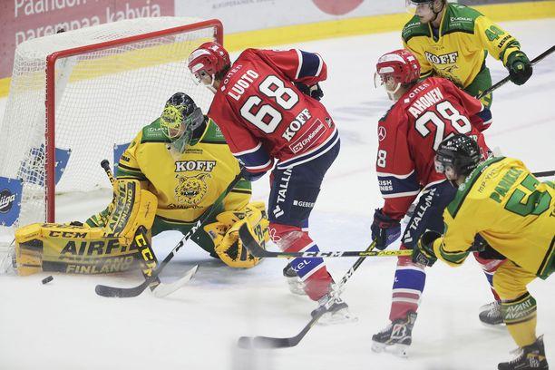Lukas Dostal venyi kiekon tielle 33 kertaa HIFK:ta vastaan.