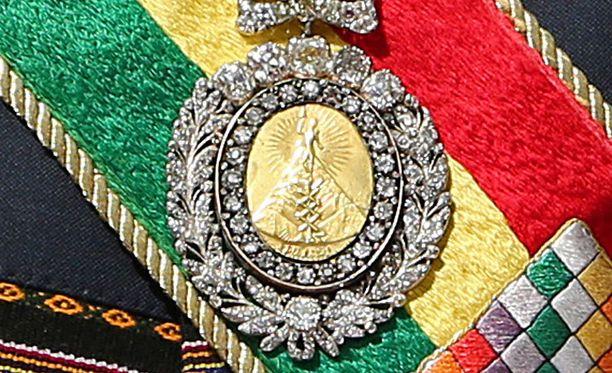 Bolivian presidentilliset arvomerkit on varastettu El Alton lentokentän lähellä. Kultamitali lahjoitettiin kansallissankari Simón Bolivarille vuonna 1825.