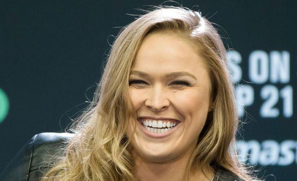 Ronda Rousey sekosi sanoissaan UFC:n lehdistötilaisuudessa.