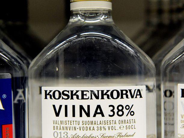 Pullo Koskenkorvaa kaupan hyllyllä. Kuvituskuva.