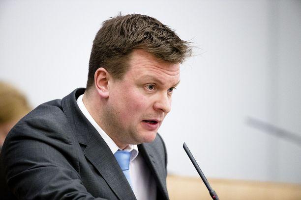SDP:n Ville Skinnari ymmärtää vanhojen kaivelun, mutta toivoo, että siinäkin pysyttäisiin totuudessa.