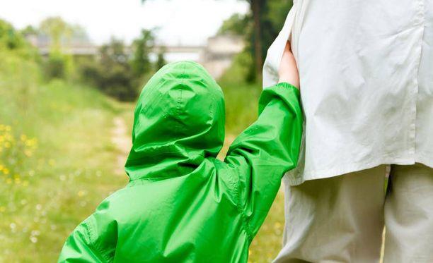Osa ei halua isovanhempia lasten hoitajiksi, vaan vain olemaan kiinnostuneita lastenlastensa elämästä.