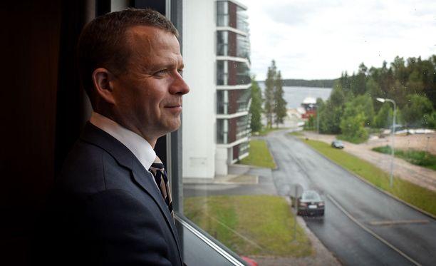 Petteri Orpon ensimmäinen aamu kokoomuksen puheenjohtajana aukesi Saimaan rannalla sateisena ja harmaana.